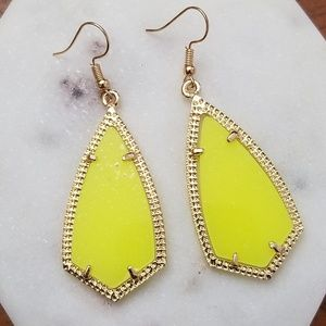 Jewelry - NEW! 💎 Yellow Neon Drop Earrings💎